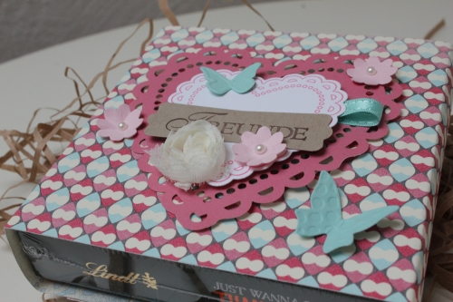 Kleine Verpackung für Pralinen, benutzt wurde das Designerpapier