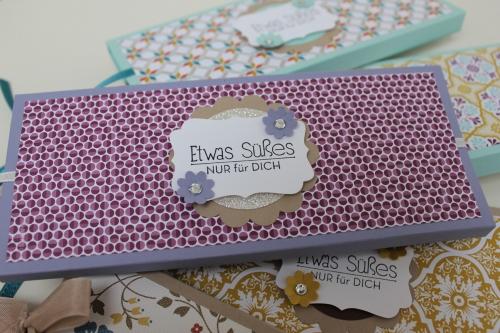 Verpackung für eine Tafel Schokolade, benutzt wurde das Designerpapier