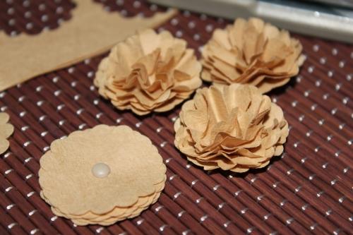 Blumen aus einem Kaffeefilter selbstgemacht, benutzt wurde die 1-1/4