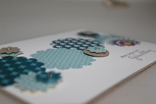 Nahansicht, Grußkarte zum Geburststag gebastelt mit der Wellenkreisstanze, gebastelt mit Produkten, Stempeln und Stanzen von Stampin\' Up!