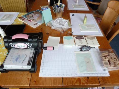 Workshoptisch vorher, Bild1, gebastelt mit Produkten, Stempeln und Stanzen von Stampin\' Up!