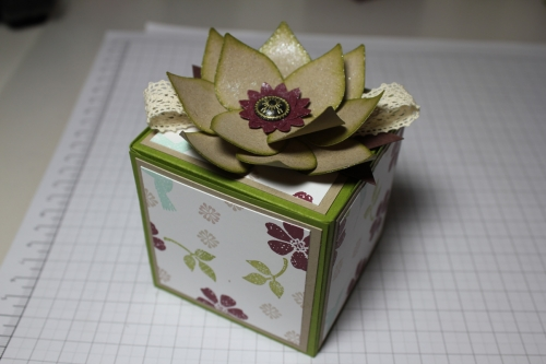 Blume/Seerose basteln mit den Framelits Formen Christbaumschmuck/Ornament Keepsakes, Bild13, gebastelt mit Produkten, Stempeln und Stanzen von Stampin\' Up!