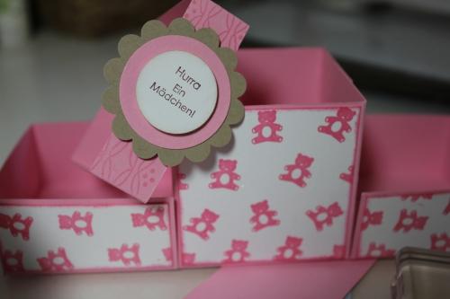 Geschenkbox zur Geburt für Mädchen, gebastelt mit Produkten, Stempeln und Stanzen von Stampin\' Up!
