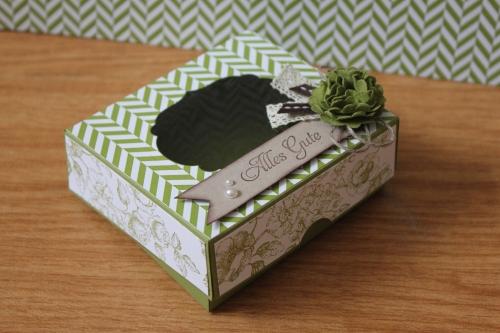 Geschenkbox/Verpackung mit Sichtfenster und Designerpapier Sommerparty, Bild1, gebastelt mit Produkten, Stempeln und Stanzen von Stampin\' Up!