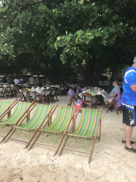 Buffet direkt am Strand